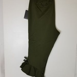 Olive Crop pant w/ruffle bottom